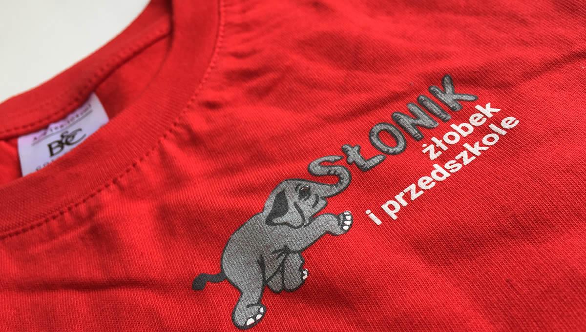 Для кого предназначена футболка с логотипом компании? Примеры применения для различных отраслей.